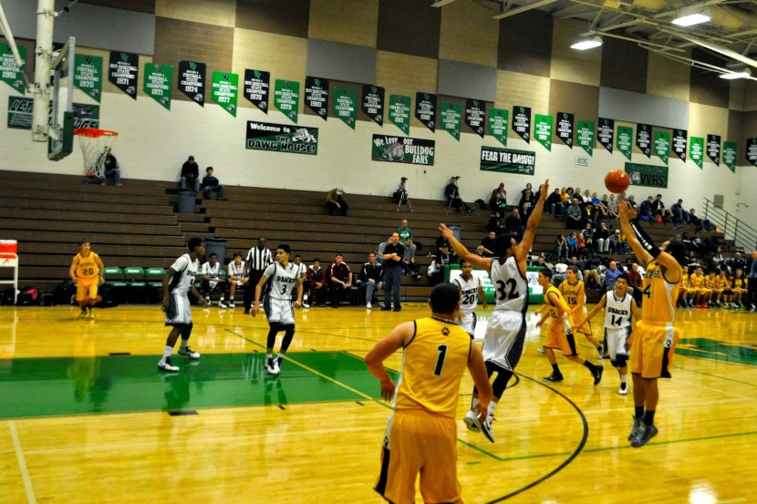 EHS Boys Basketball: Boys Learn From Bulldog Invitational