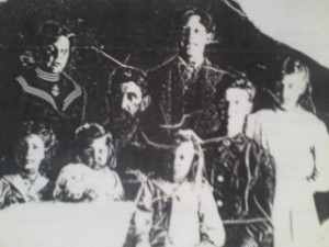 Ben and Sarah Morris Family in 1910